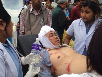 Nepal quake: Hundreds dead, Everest shaken