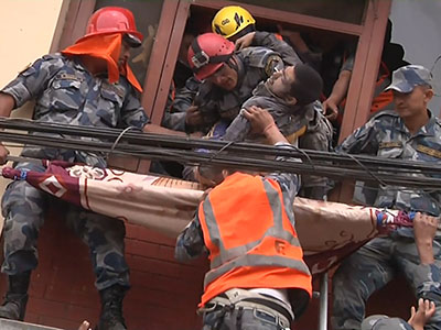 Raw: Man rescued from building in Nepal