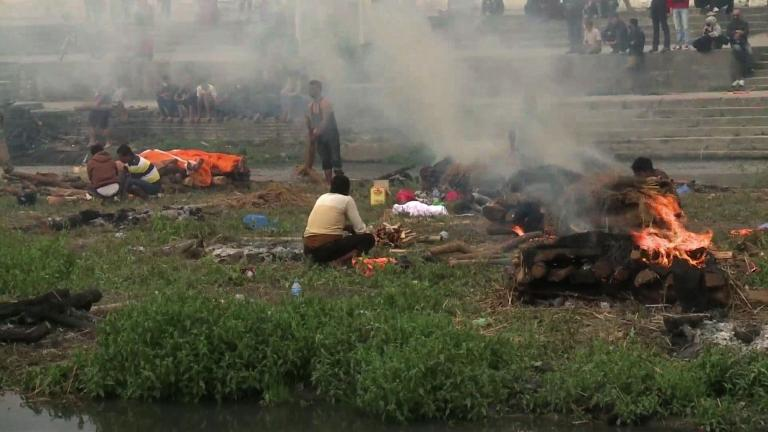 Mass cremation held for victims of Nepal earthquake