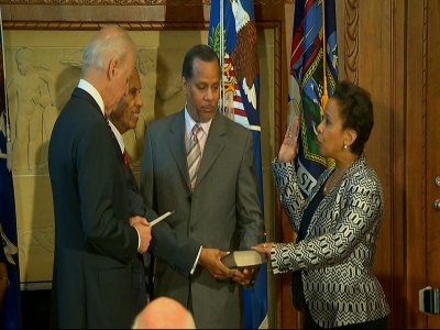 Loretta Lynch sworn in as US attorney general