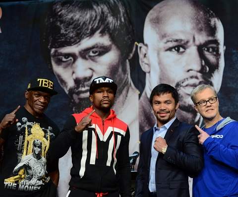 Manny Pacquiao's trainer Freddie Roach and Floyd Mayweather Jr.'s trainer Floyd Mayweather Sr., display how much they detest each other.
