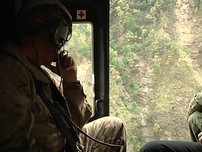 Raw: US choppers fly relief over Nepal