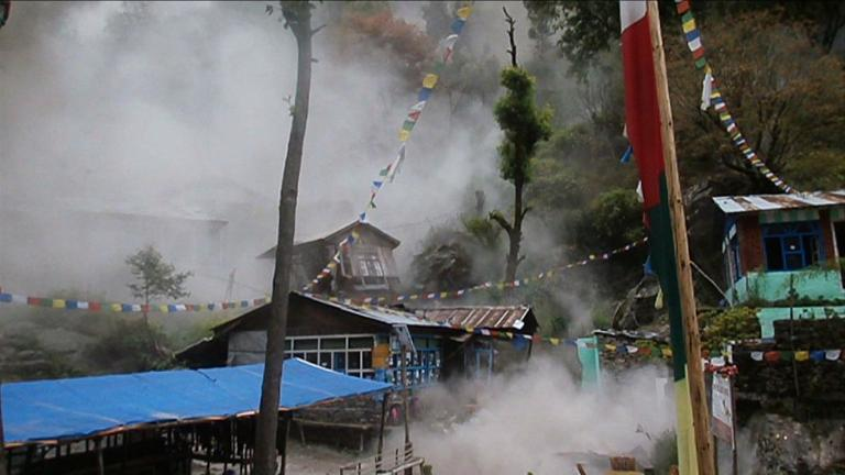 US trekker captures moment of earthquake hitting Nepal village