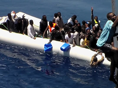 Raw: Video of migrant rescue off sinking dinghy