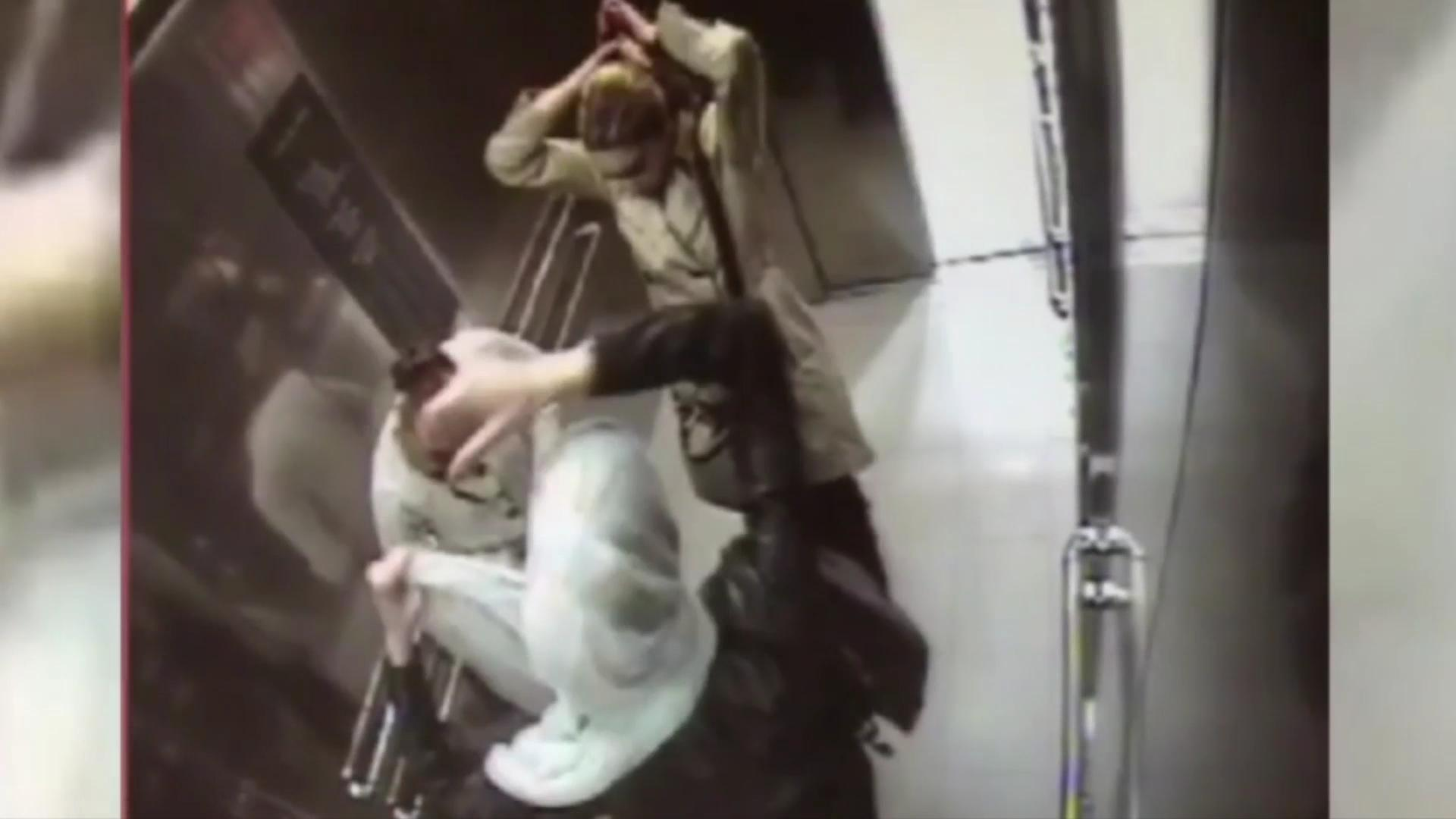 Watch thieves change disguises in elevator