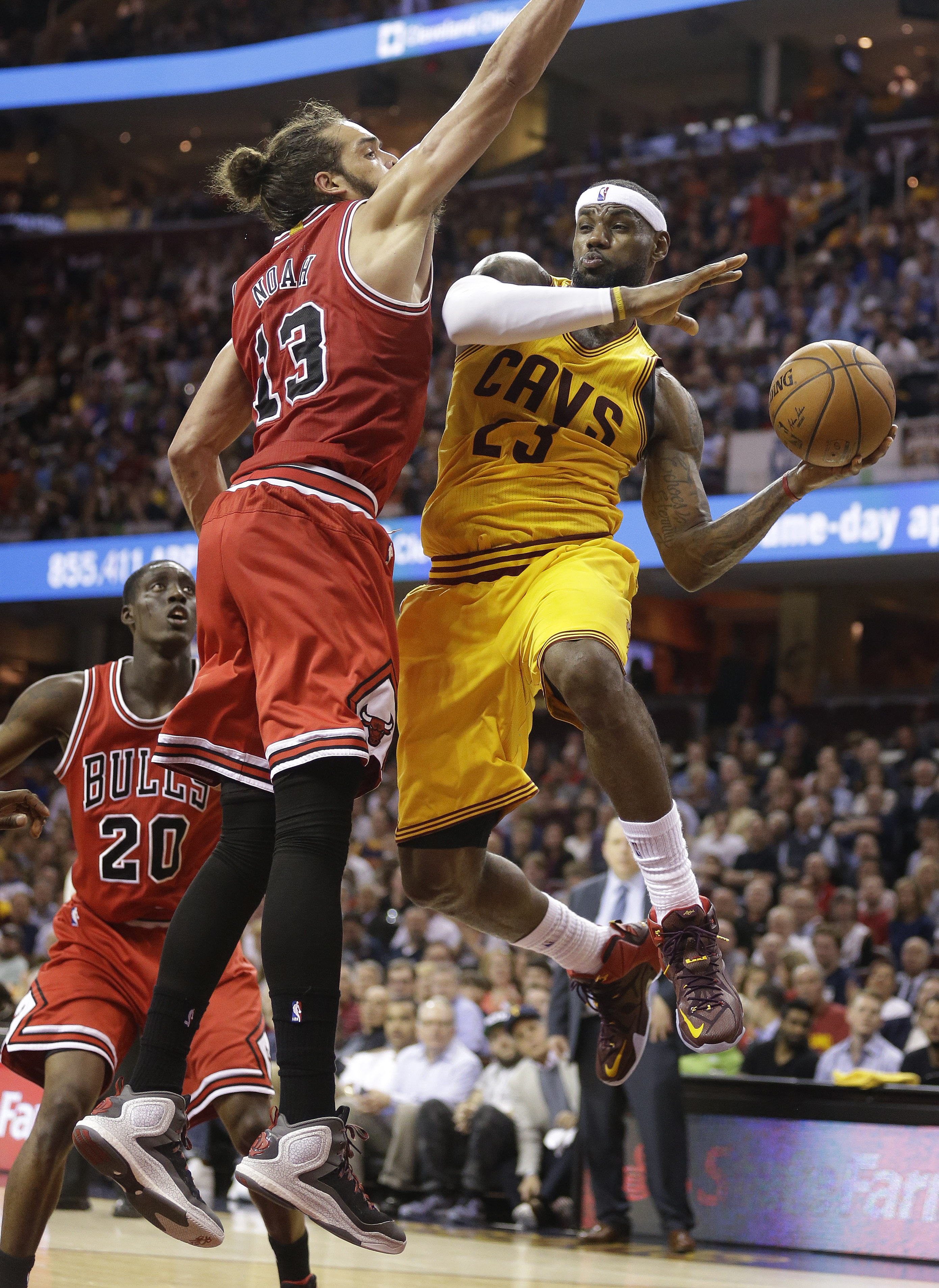 Vintage Lebron lifts Cavs past Bulls