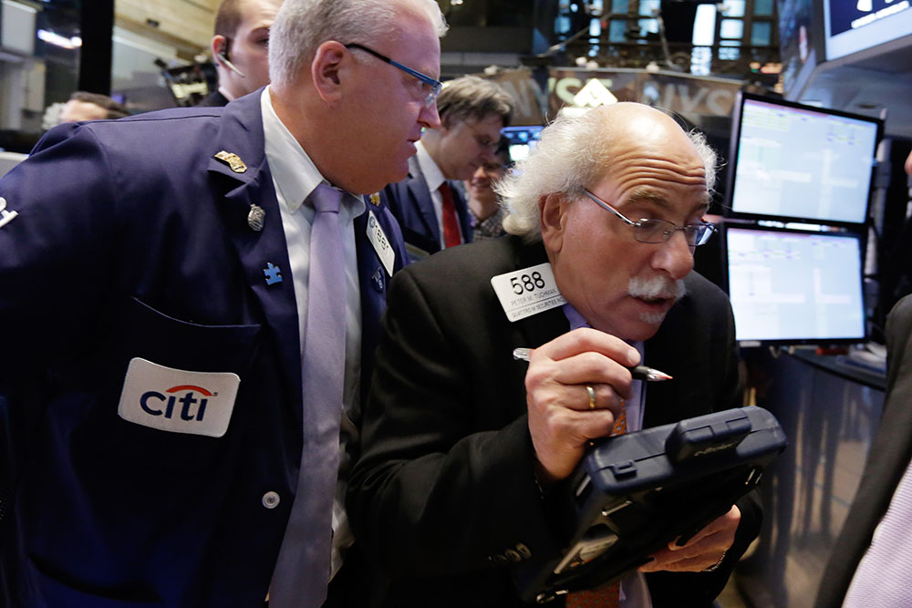 Bond market volatility leads to cautious investing | America's Markets