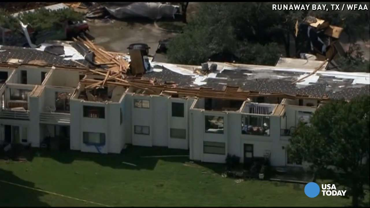 Tornadoes rip roofs off Texas homes
