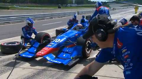 Here's everything that happens during an Indy 500 pit stop