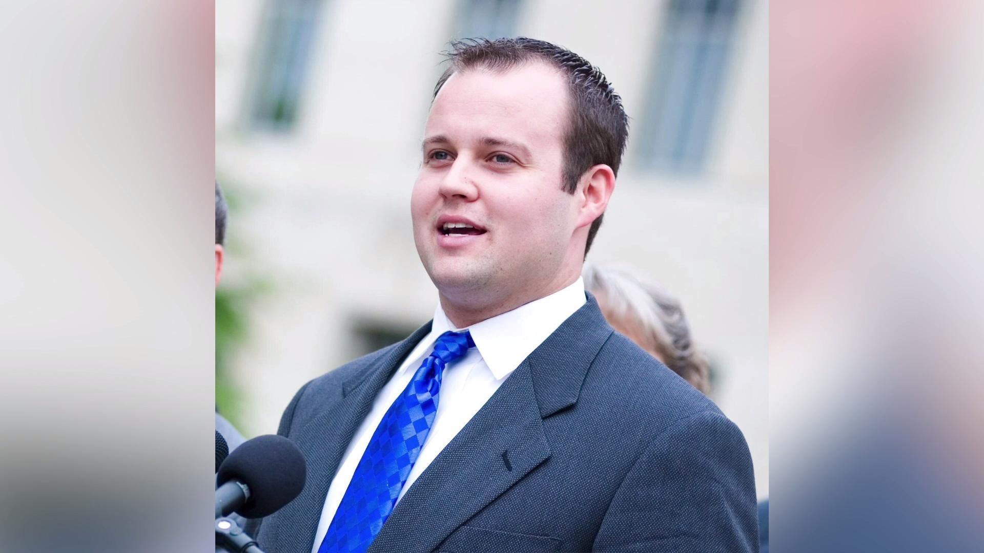 Josh Duggar apologizes after sex abuse allegations surface