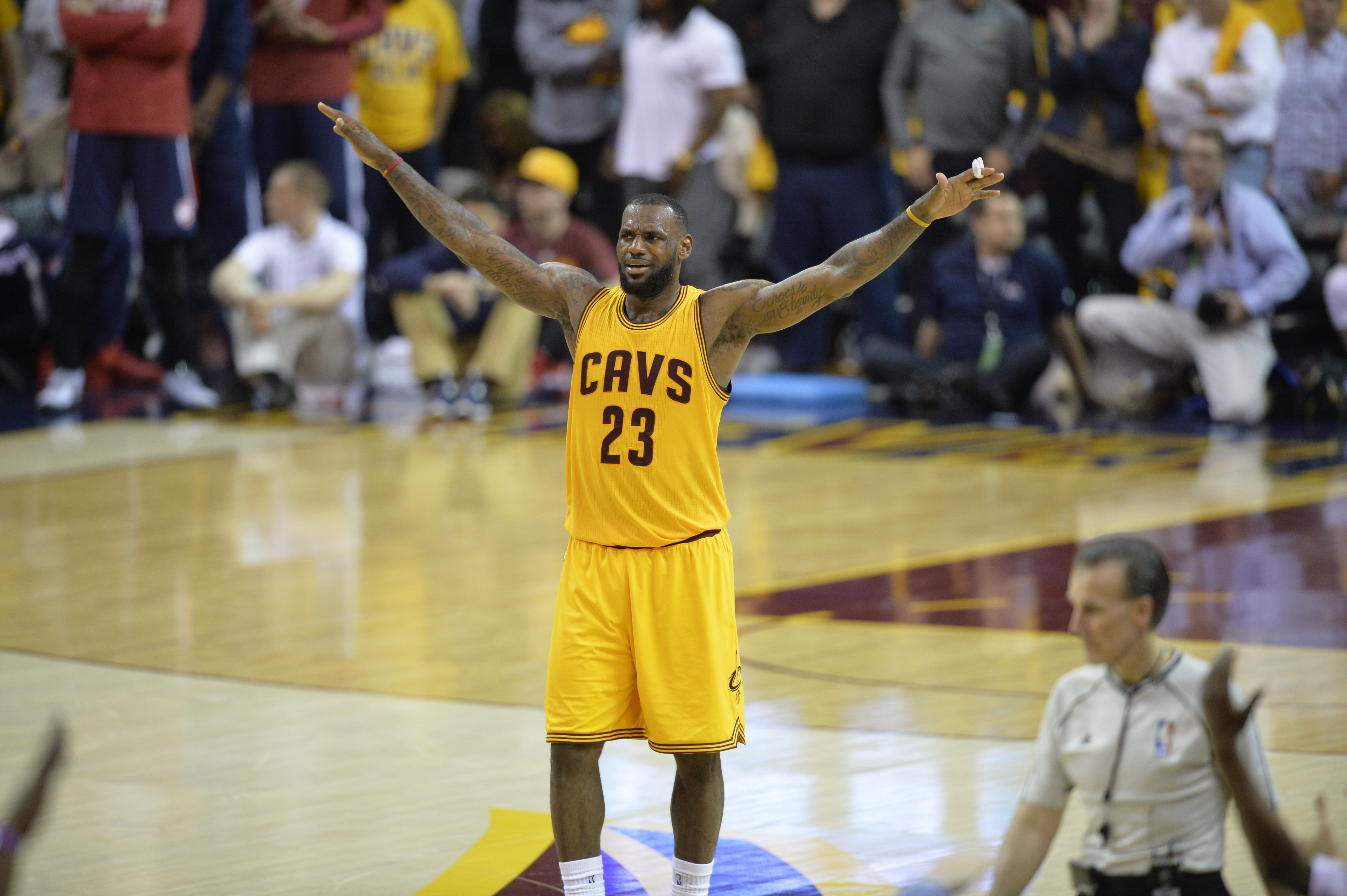 LeBron carries Cavs to 3-0 lead, NBA Finals in reach