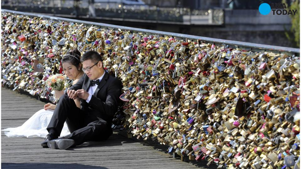 Paris removing all 'love locks' from Pont Des Arts bridge