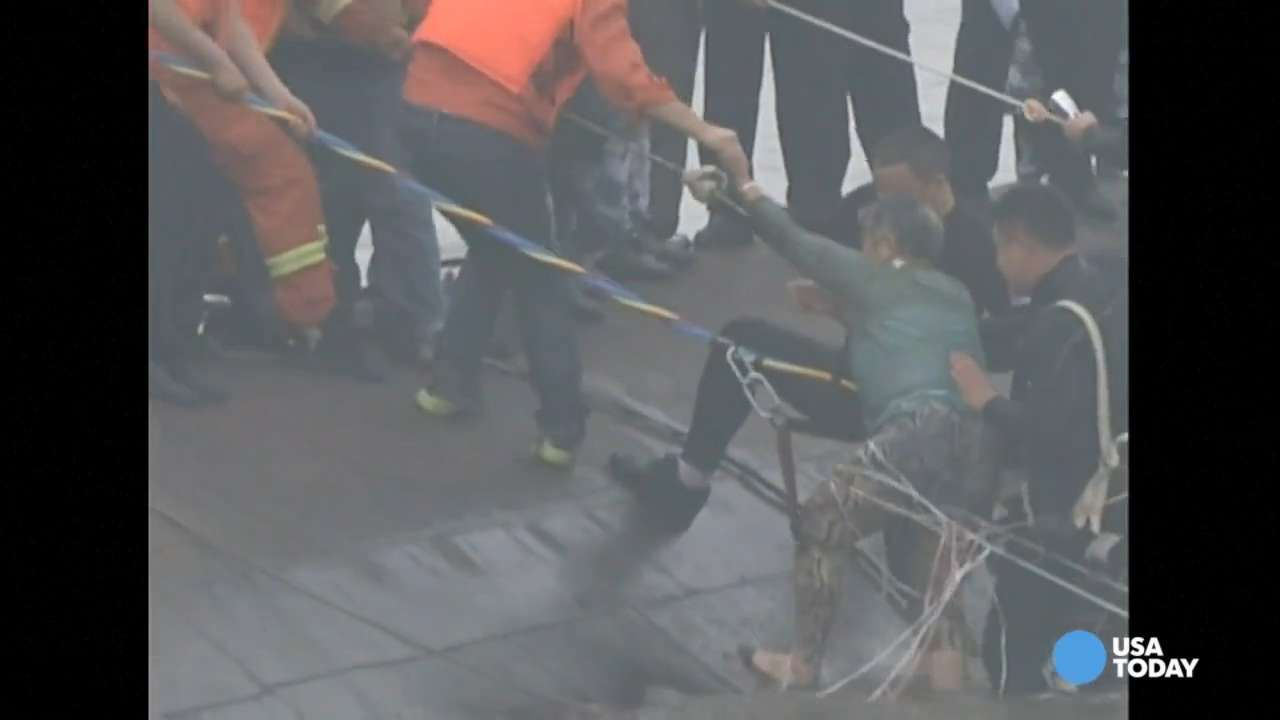 Hundreds missing after cruise ship capsizes in China