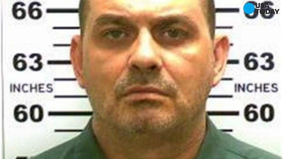 Manhunt underway in New York for escaped killers