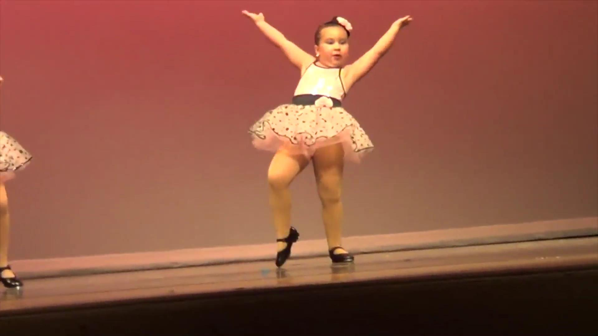 6-year-old's sassy dance recital performance goes viral