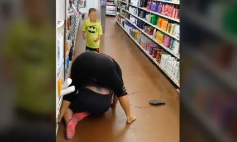 Walmart brawl involving 2 women, a child caught on camera
