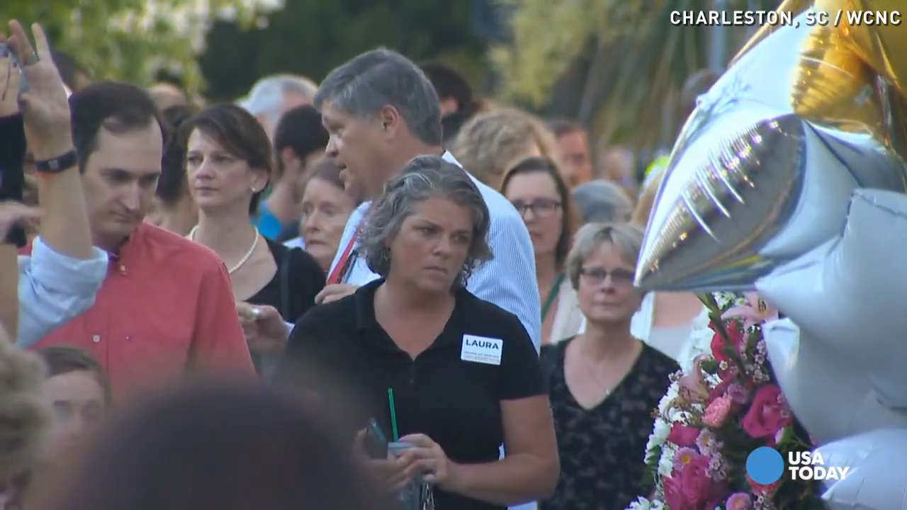 Hundreds gather at Charleston church to pay respect