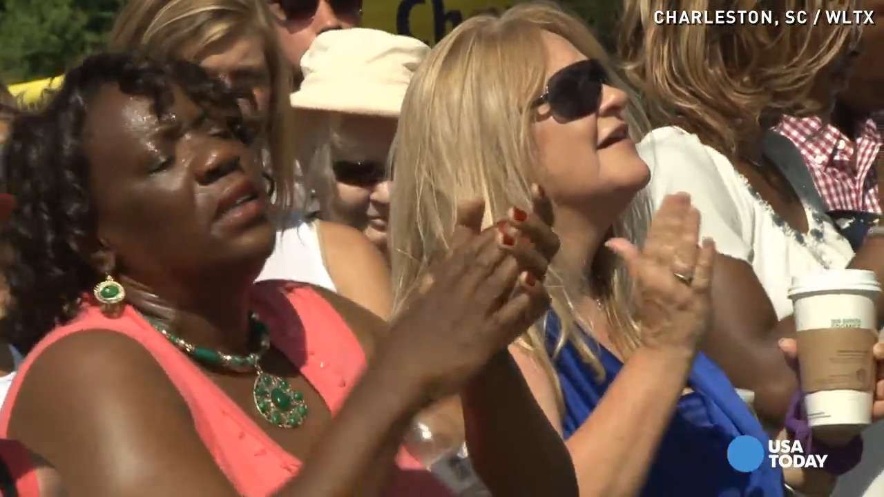 Large crowd gathers as Emanuel AME church holds service
