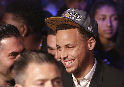 Stephen Curry is poetry in motion in the new NBA 2K16 video game