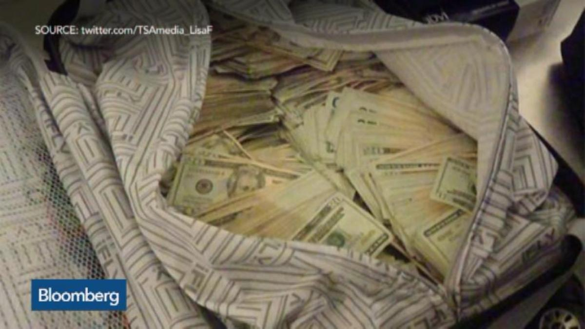 TSA worker tweets photo of passenger's $75,000