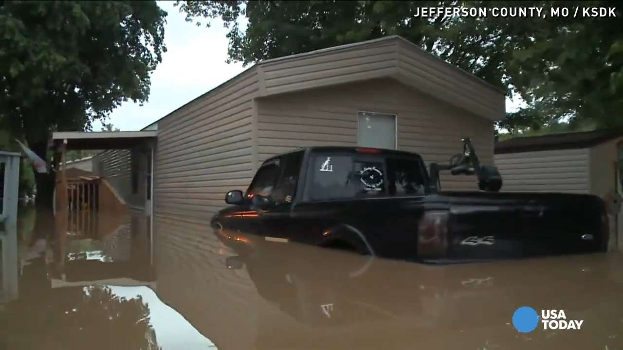Flash flooding forces evacuation at mobile home park