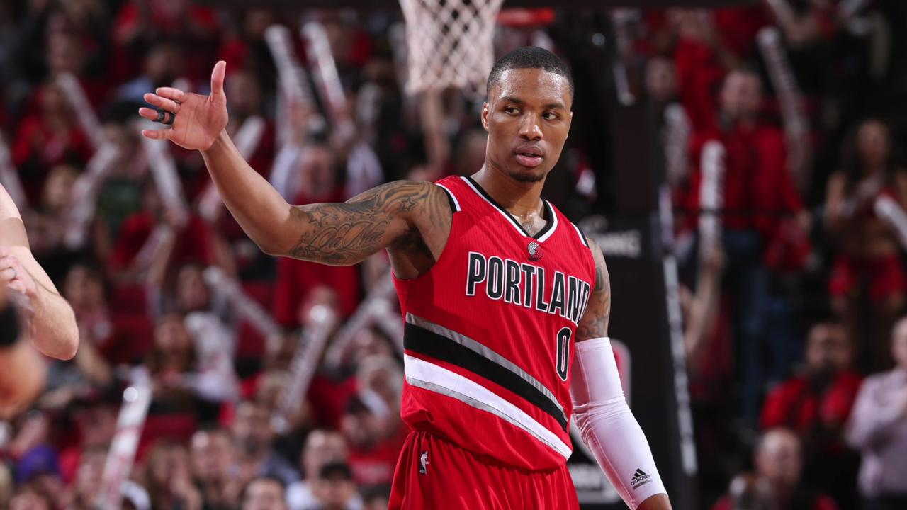 Damian Lillard signs max deal with Trail Blazers