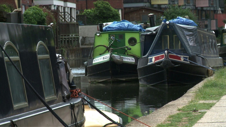 Flood of Londoners take to boats to escape housing costs