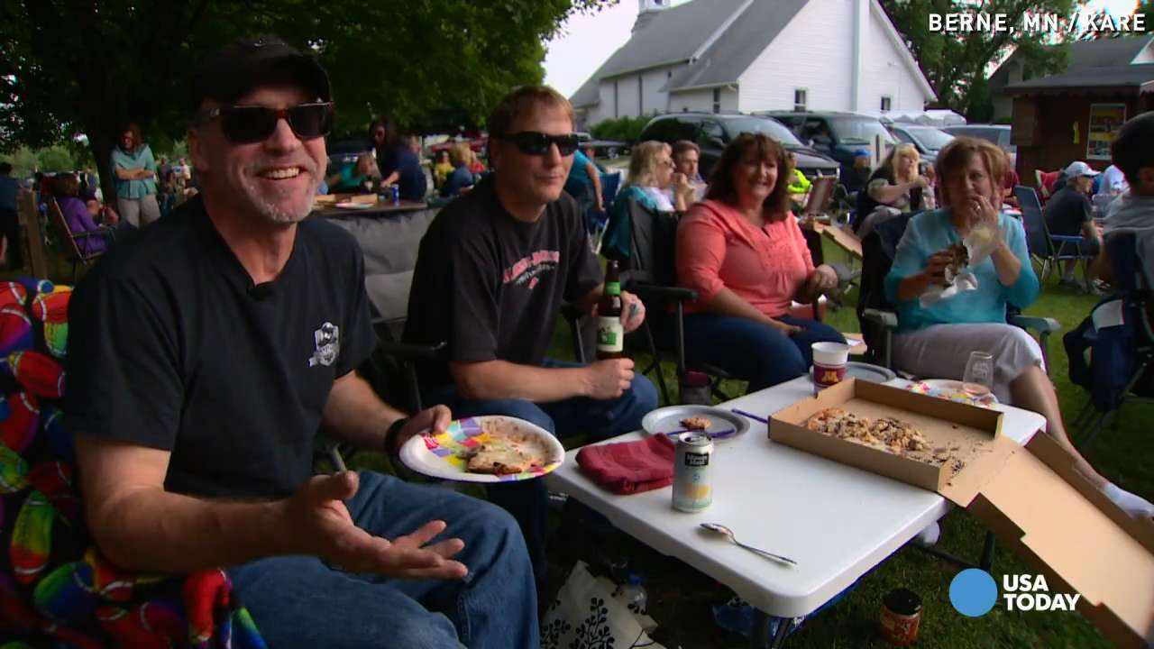 Wood-fired pizza draws thousands to tiny town