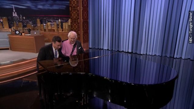 Injured Jimmy Fallon, Chevy Chase join forces to play piano
