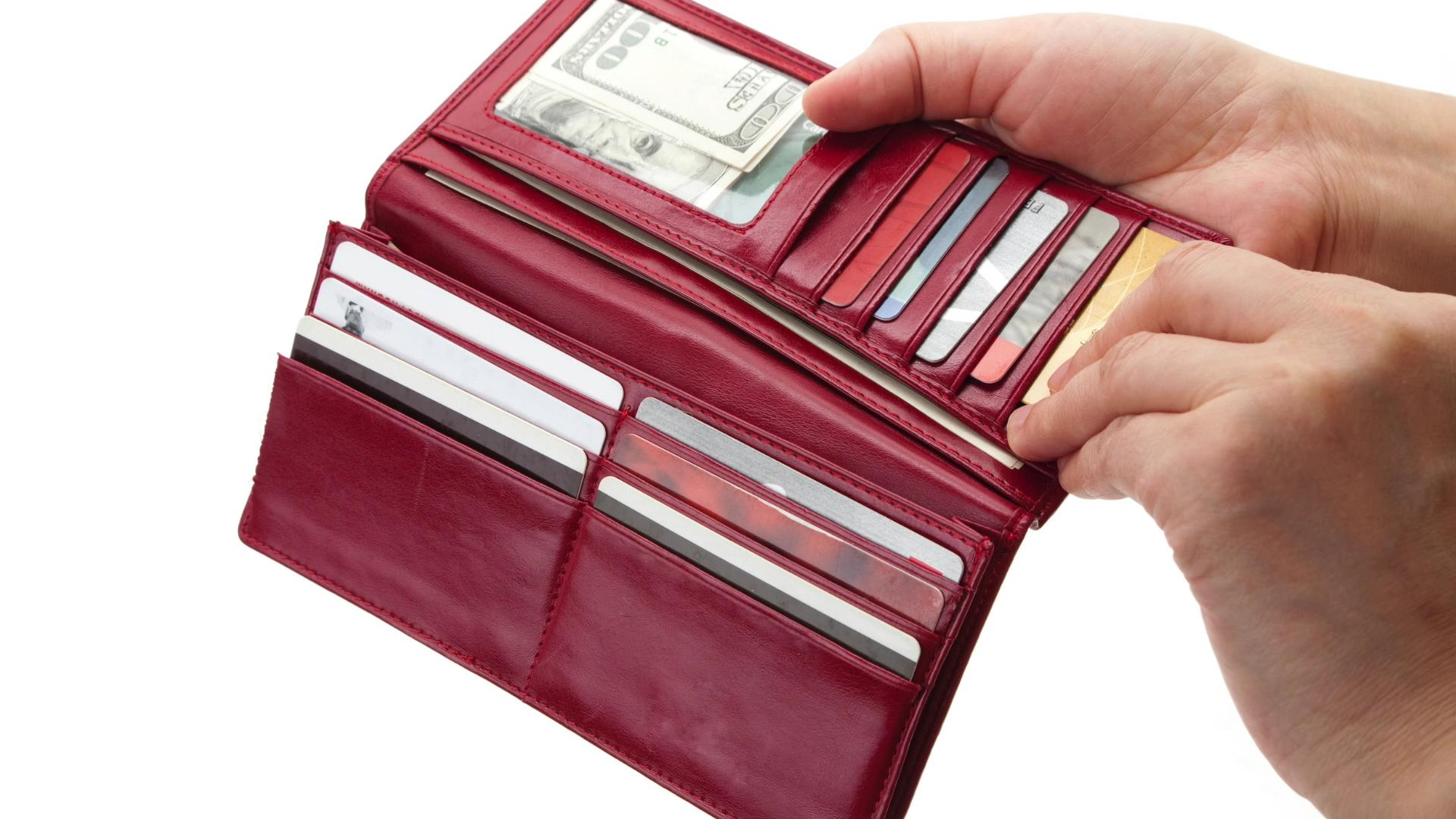 Don't carry these things in your wallet or purse