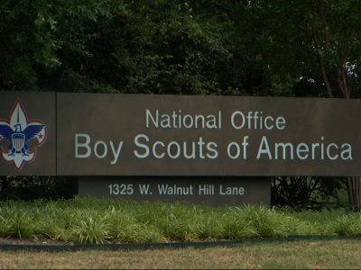 Boy Scouts vote to end ban on gay scout leaders