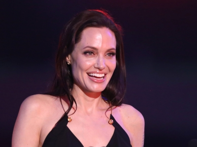 ShowBiz Minute: Jolie, Depardieu, Damon
