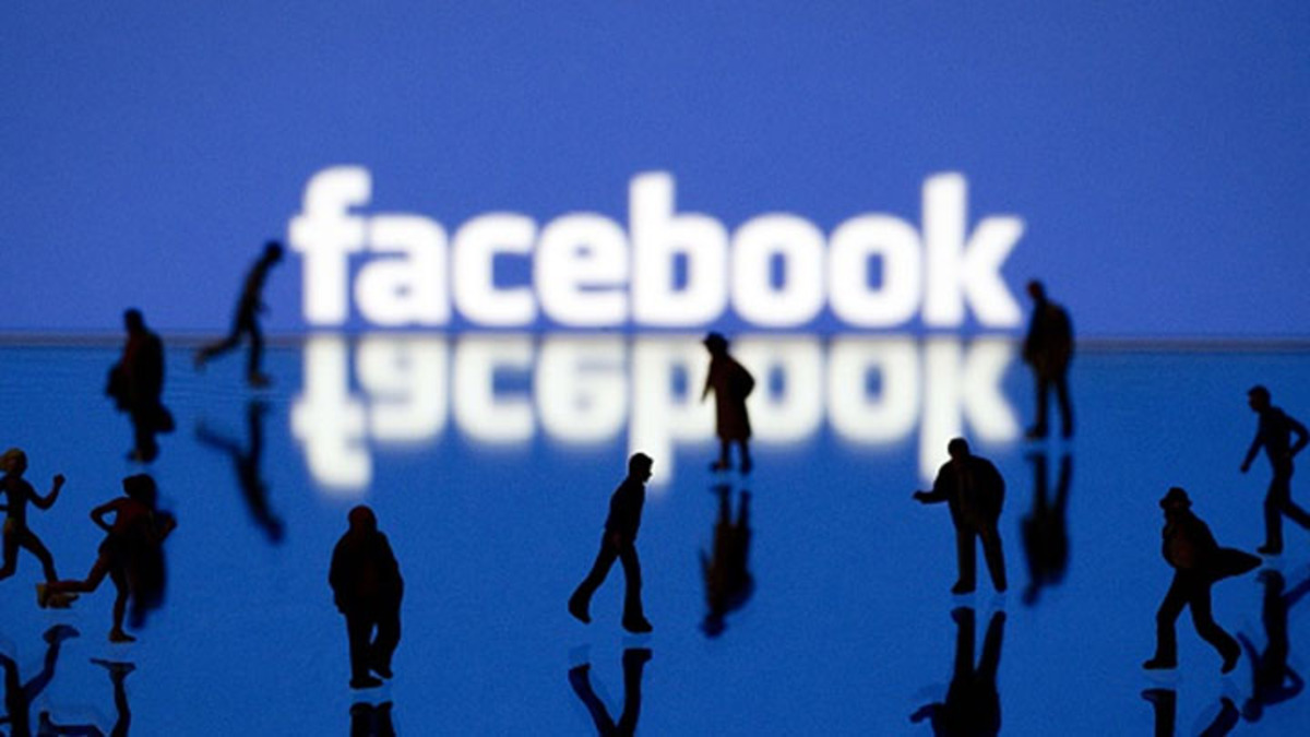 Should investors focus on Facebook's active users?
