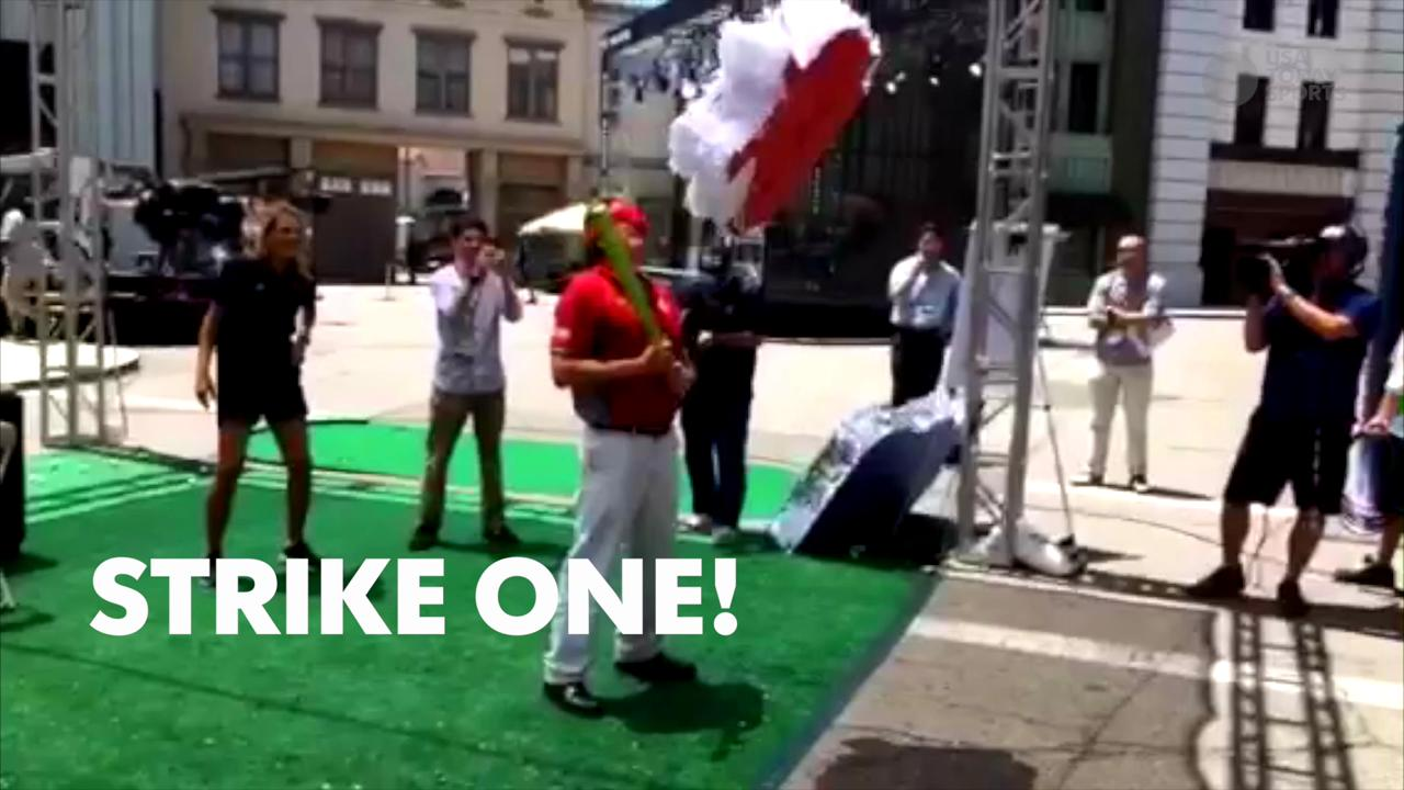 Watch Mike Leach go ham on a piñata