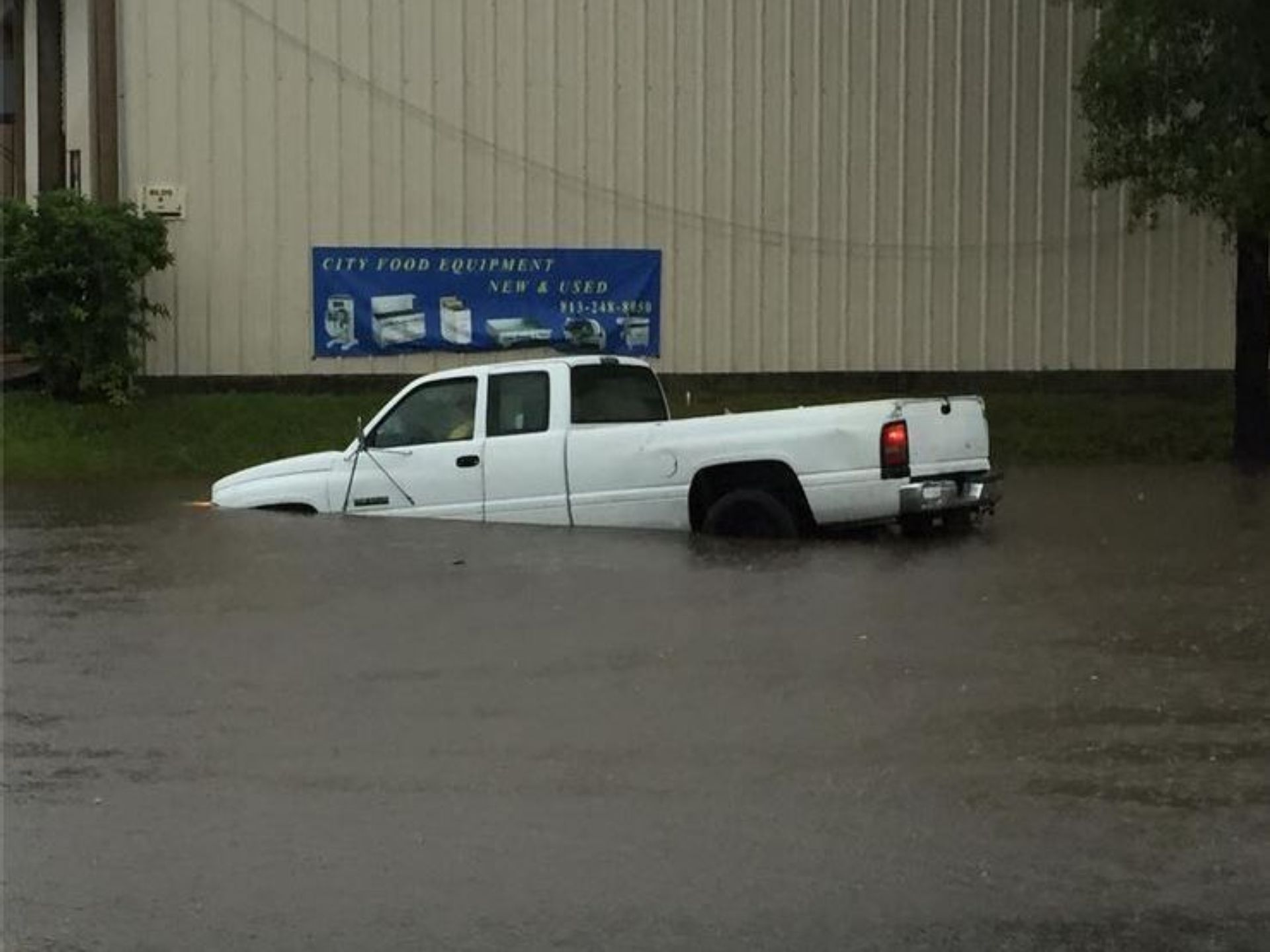 Extreme flooding shuts down roads in Tampa