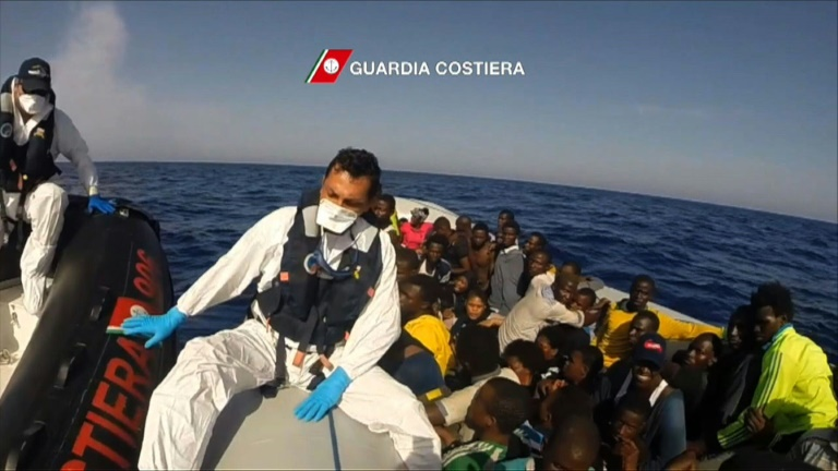 Italian coastguards rescue more than 250 migrants