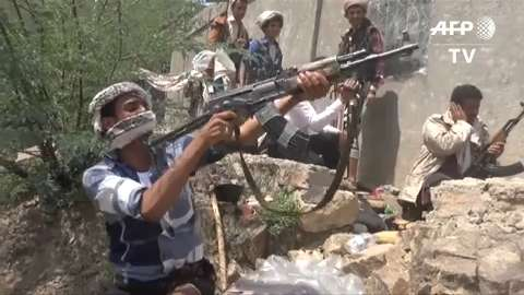 Yemen forces loyal to exiled government make gains