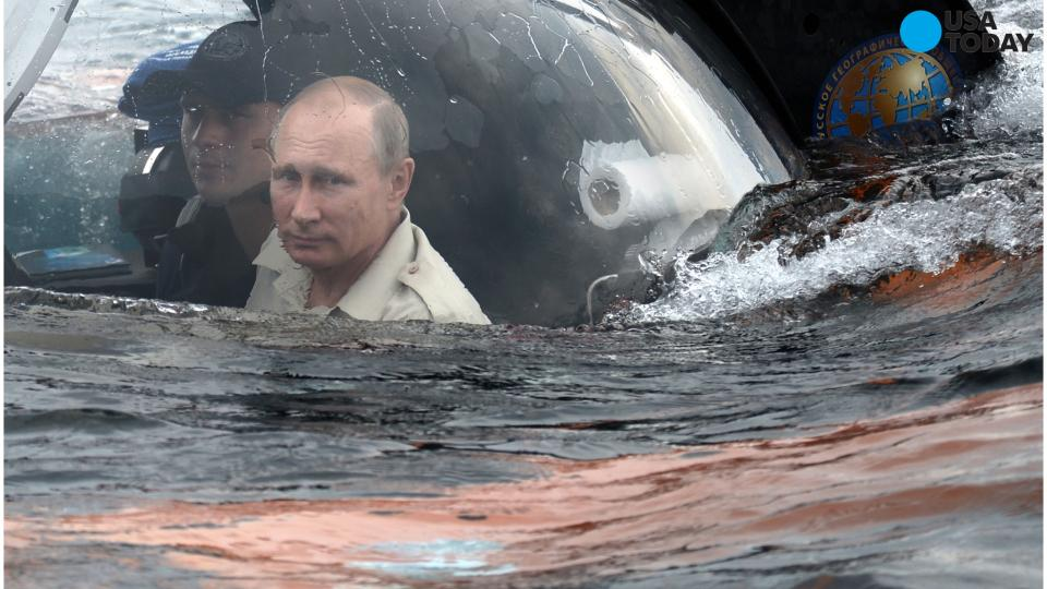 Putin explores sunken ship