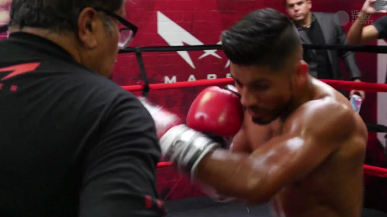 Los Angeles featherweight boxers Leo Santa Cruz and Abner Mares will face off at  Staples Center on Aug. 29 for the WBC Diamond belt.