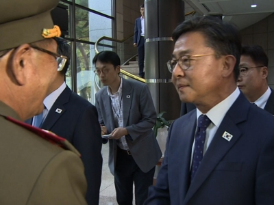 Raw: Two Koreas Meet to Defuse Tension