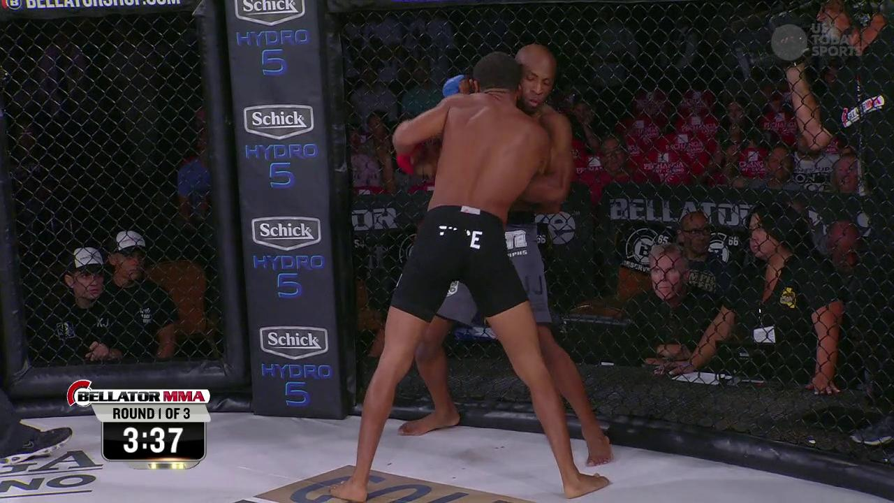 A.J. McKee vs. James Barnes - Bellator 141