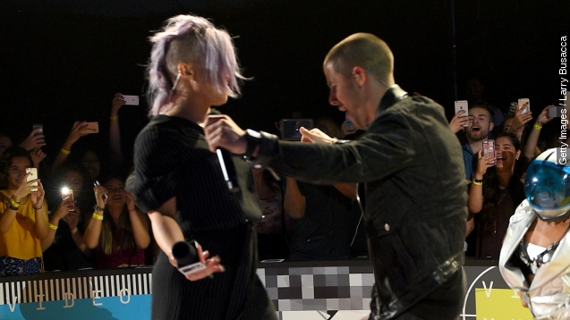 See the most awkward moments from The VMA red carpet