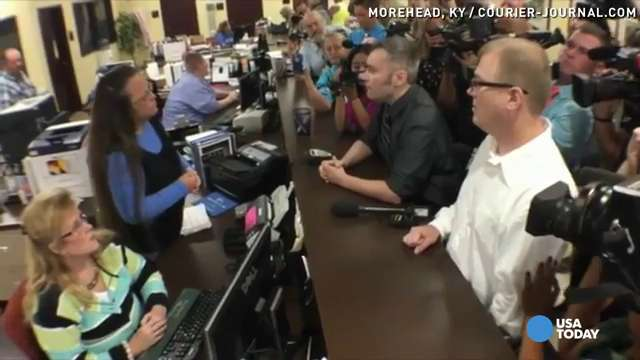 Watch Kentucky clerk defy Supreme Court on gay marriage