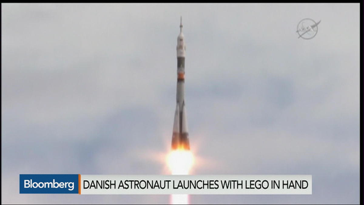 Lego Liftoff: Spaceman takes toy for company