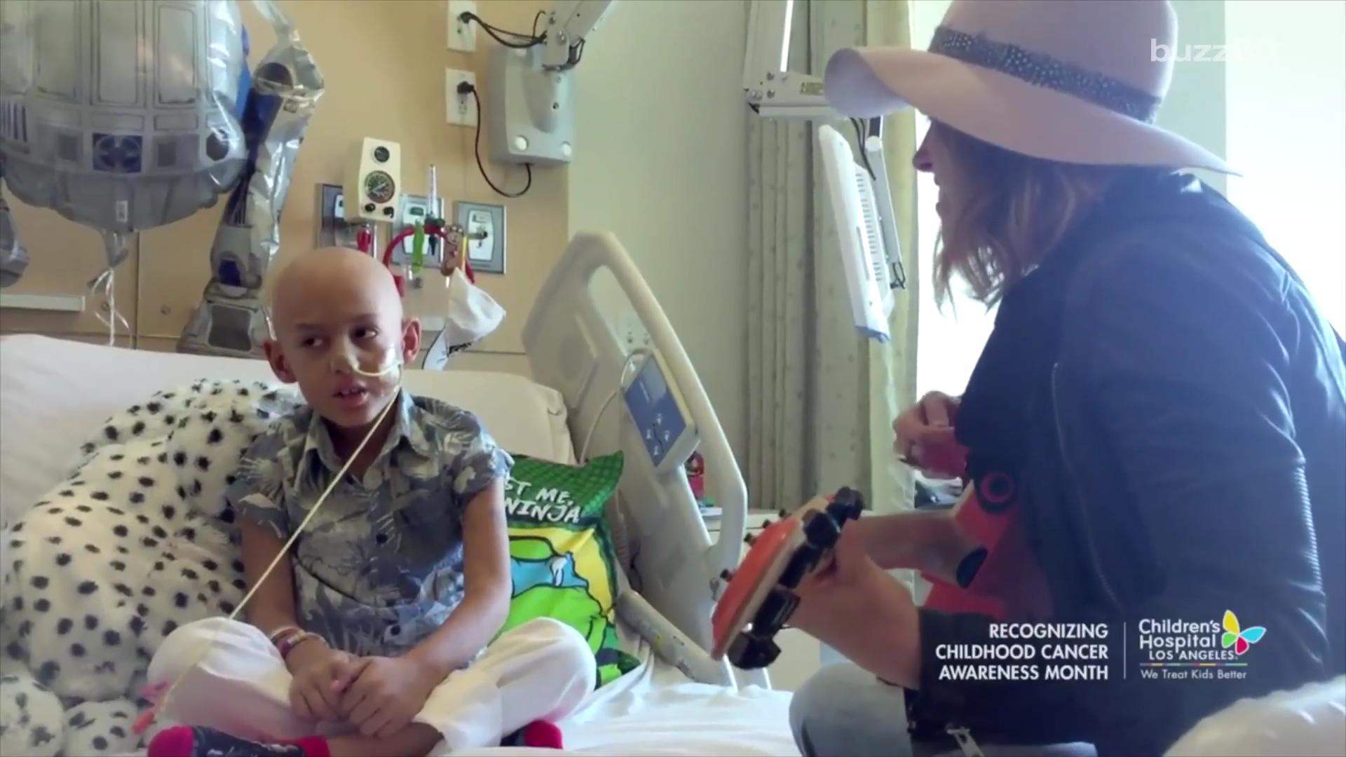 Cancer patient's favorite singer visits to sing his favorite song