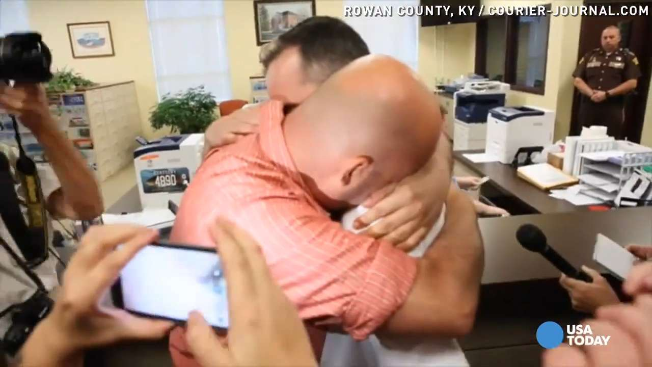 With Ky  clerk in jail, gay couples receive marriage licenses