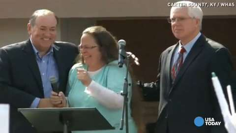Kentucky clerk Kim Davis thanks supporters after release from jail