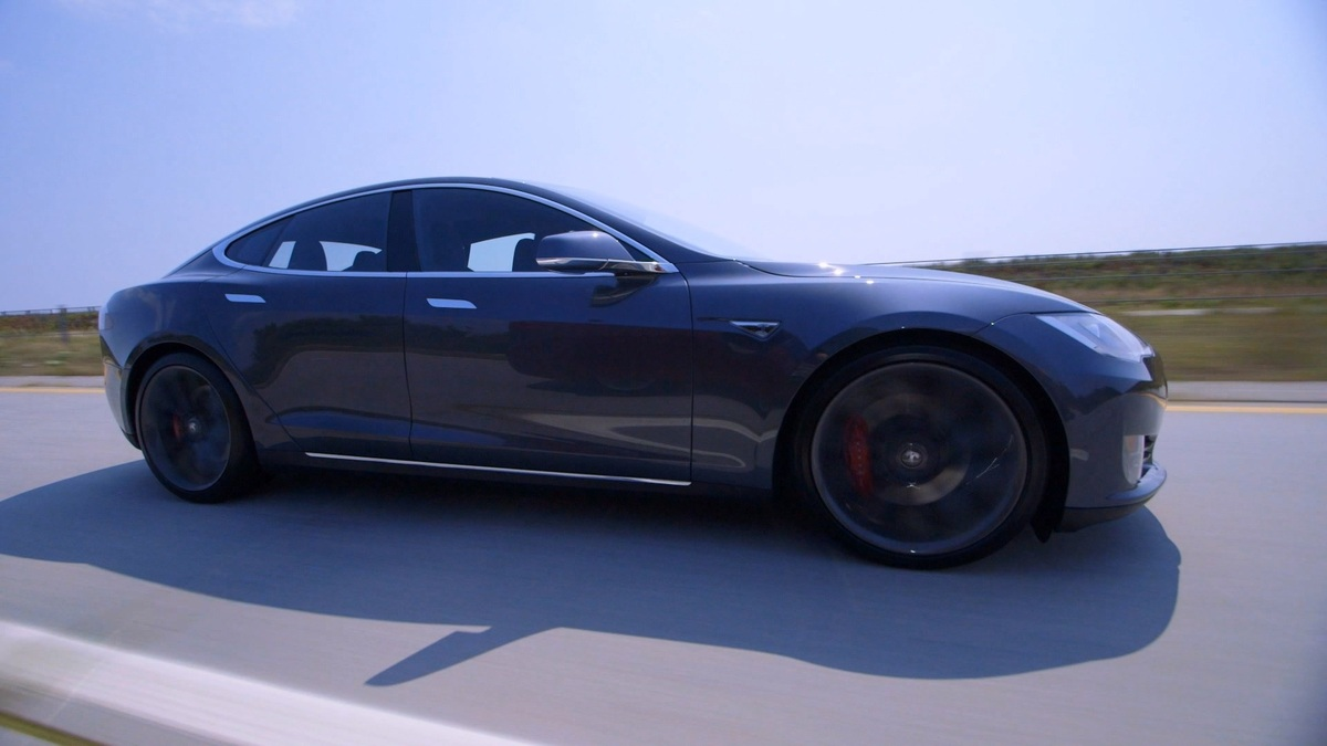 Review: Tesla Model S P90D, almost perfect