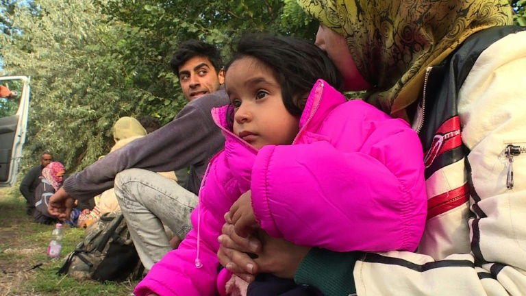 Last refugees cross to Hungary before closure