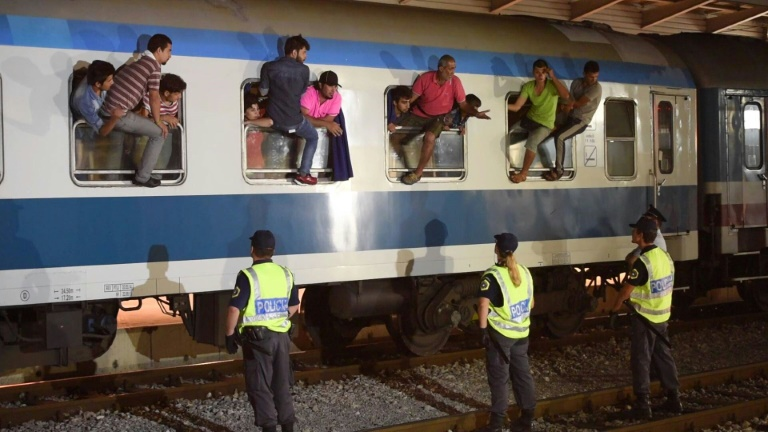 Slovenia to send back train from Croatia carrying 150 migrants